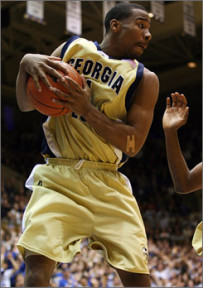 Crittenton had the potential to be a star in the NBA while at Georgia Tech (Photo by Andrew Synowiez, U.S. presswire)