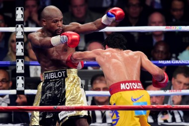 Here's Pacquiao cowardly swinging away with a torn rotator cuff as Mayweather shows him how a real man fights