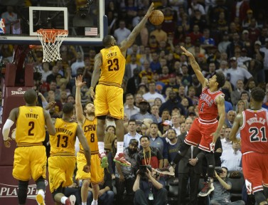 LeBron made every key play for the Cavs in Game 5, including this late block on Derrick Rose.