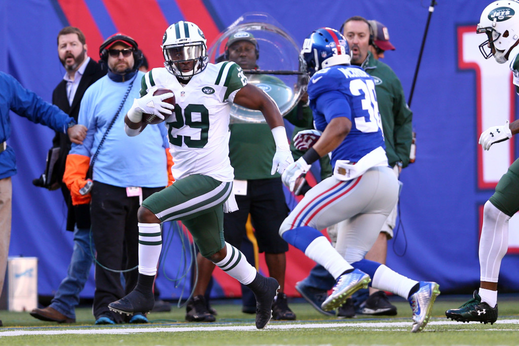 Dec 6, 2015; East Rutherford, NJ, USA; New York Jets running back Bilal Powell (29) runs the ball past New York Giants corner back Trumaine McBride (38) during the second quarter at MetLife Stadium. Mandatory Credit: Brad Penner-USA TODAY Sports