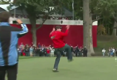 Justin Rose Gets Out-Putt by a Spectator at the Ryder Cup