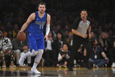 Mavericks vs. Lakers: Predictions, Showdown Strategy, Captain's Picks, Betting Trends