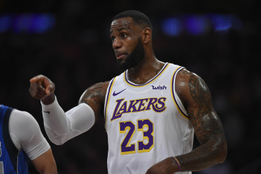 Lakers vs. Suns: Showdown Strategy, Predictions, Captain's Picks, Betting Trends, Prop Bet