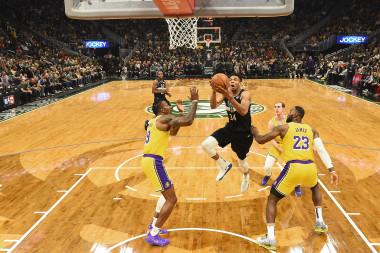 Lakers vs. Bucks: Predictions, Showdown Strategy, Captain's Picks, Betting Trends